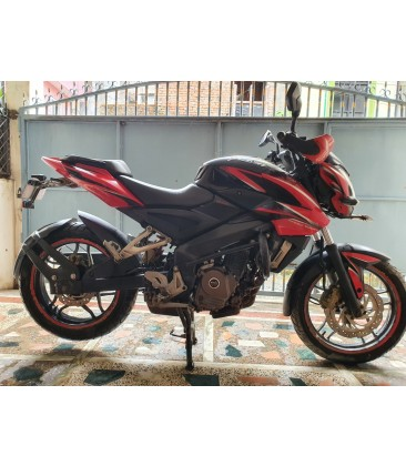 Bajaj Pulsar NS 200 for sale.